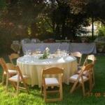 שולחן בגינה